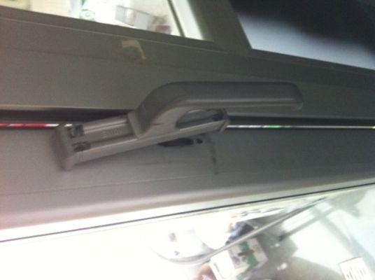 Presupuesto para poner un pomo o tirador en una puerta de - Tirador puerta aluminio ...
