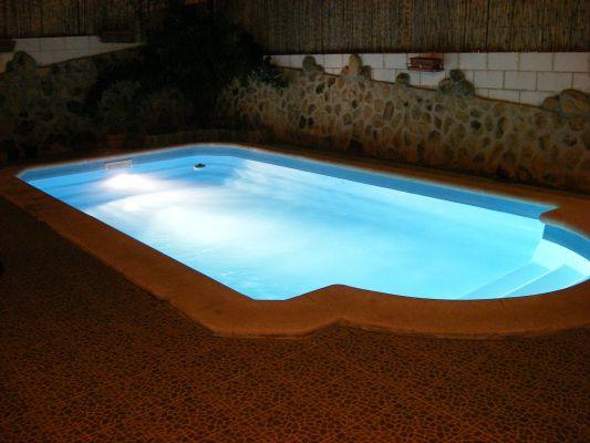 Presupuesto para lijar y pintar con gel coat piscina de for Que cuesta hacer una piscina